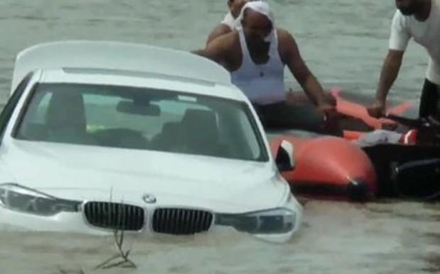 Выбросил в реку. Парень утопил подаренный ему на день рождения новый BMW. ВИДЕО