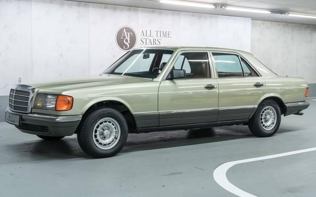 Выдержка, как у вина. Музей Mercedes выставил на продажу S-Class из 80-х