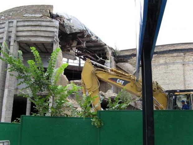 Выставочный центр на Институтской наконец-то демонтировали
