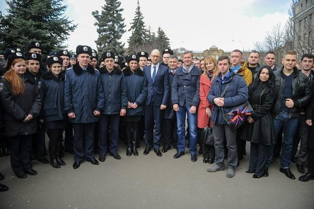 Яценюк познакомился с Национальной полицией