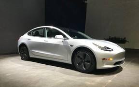 За подержанную Tesla Model 3 просят в четыре раза больше, чем за новую