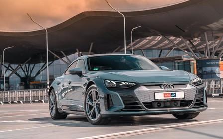 За рулем Audi e-tron GT: раз-два - и в дамках!