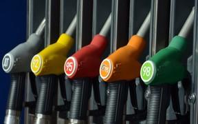 За выходные цены на автогаз упали, а бензин и дизель подорожал