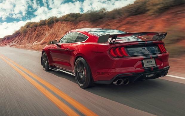 Задвинул «Вейрон»? Новый Mustang отжигает 0-160-0 км/час за 10 секунд!
