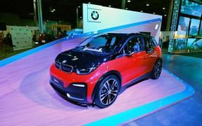 Заряженная версия BMW i3s была представлена на международной выставке электротранспорта и гибридов Plug-In Ukraine