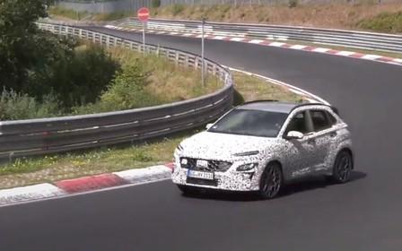«Заряженная» версия Hyundai Kona штурмует Нюрбургринг. ВИДЕО