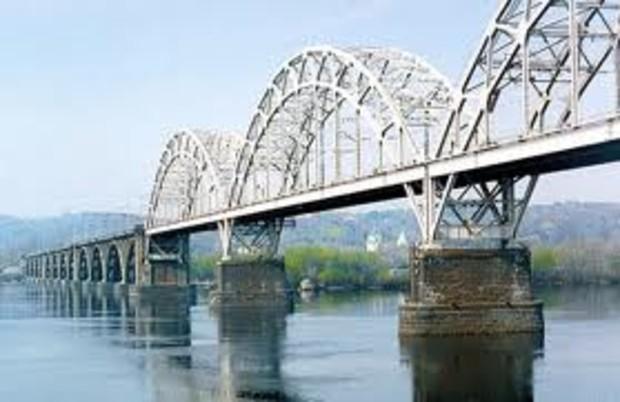 Завтра в Киеве откроют движение по Дарницкому мосту