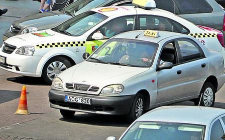 Жовті номери проти «литовських блях»: як буде проходити легалізація ринку послуг таксі