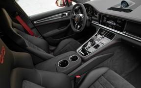 Porsche GTS_int