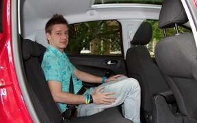 Peugeot 208 & VW Polo - задние места