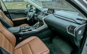 Салон Lexus NX Hybrid