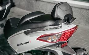SYM GTS 300i_интерьер