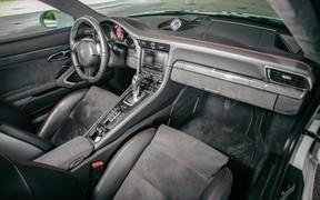 Porsche 911 Carrera 4 GTS салон