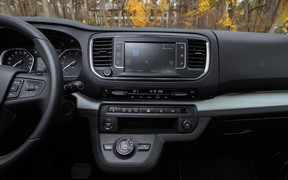 Peugeot Traveller VIP_int