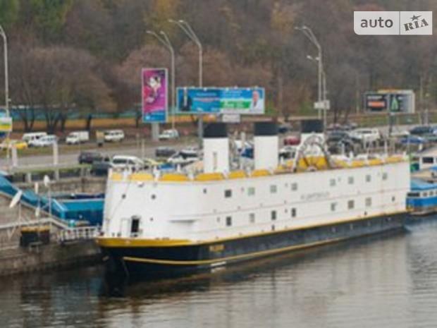 Целовальник предлагает расположить плавучие отели на Днепре