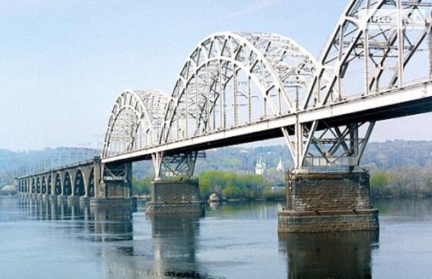 Мост Кирпы покрывается трещинами