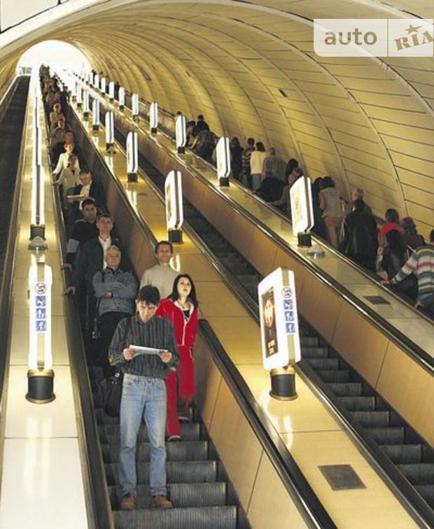 На Крещатике в Киеве ремонтируют эскалатор