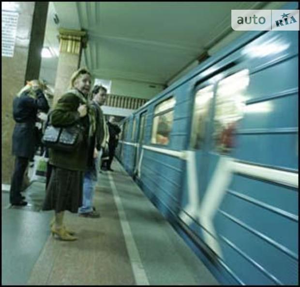 Пенсионеров и инвалидов обязали платить за проезд в киевском метро