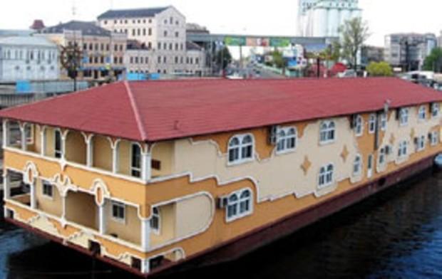 Плавучие рестораны вернут на Днепровскую набережную летом