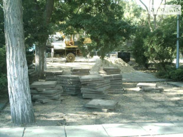 Под видом строительства памятника саперам керченские власти начали вырубку парка