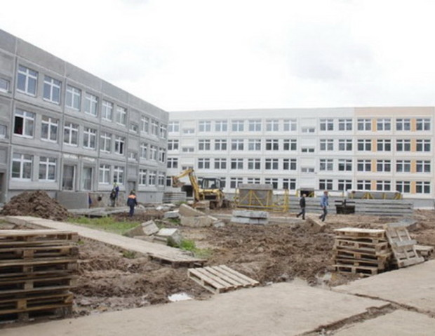 Под жилье для молодежи в Донецке обещают шесть элитных недостроев