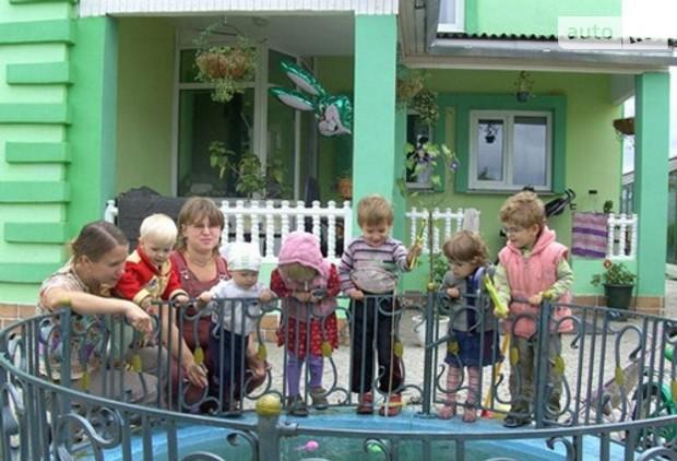 С 2011 многодетным семьям в России будут выделять 10 соток земли
