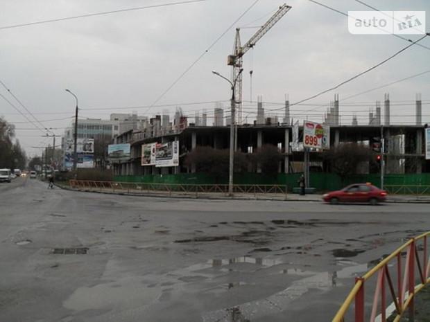 В Киеве почти прекратили строить офисы